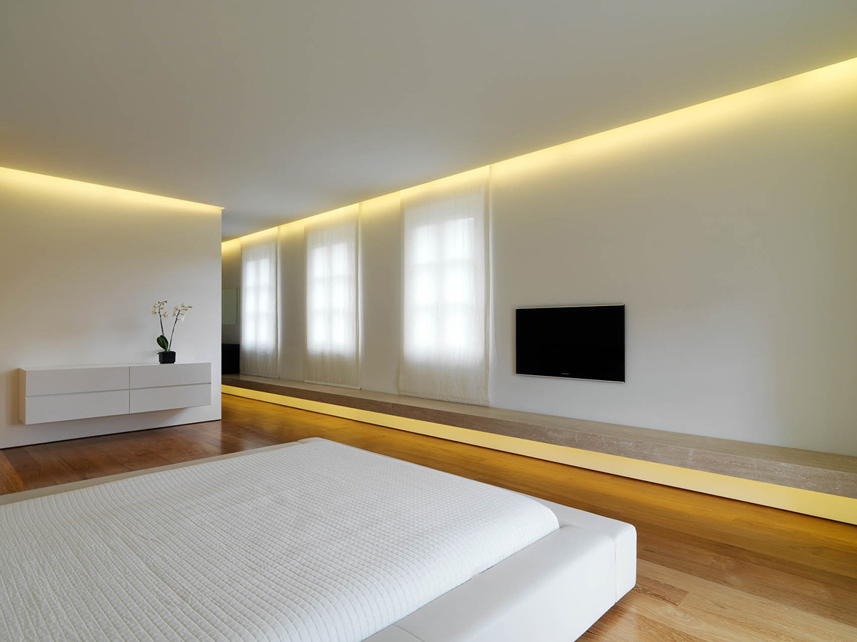 Minimalist interior renovation in tuscany by victor vasilev for Interior bedroom minimalist