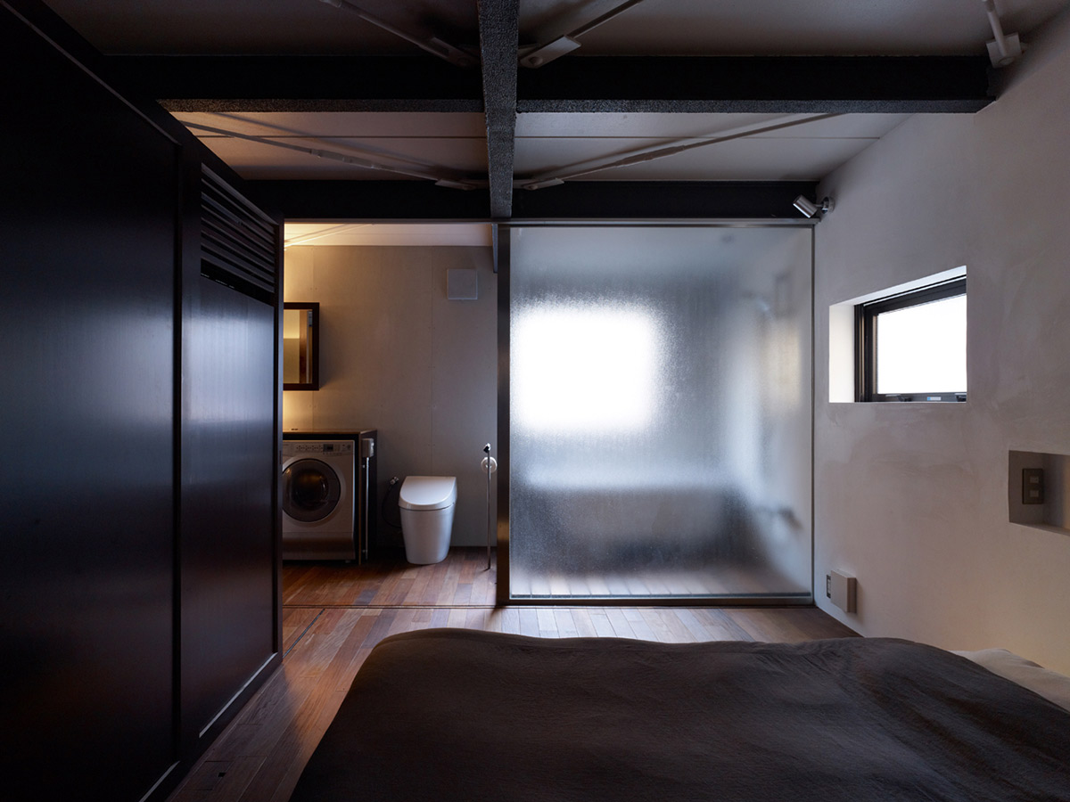 Bedroom, Bathroom, Compact Modern Home in the Heart of Tokyo