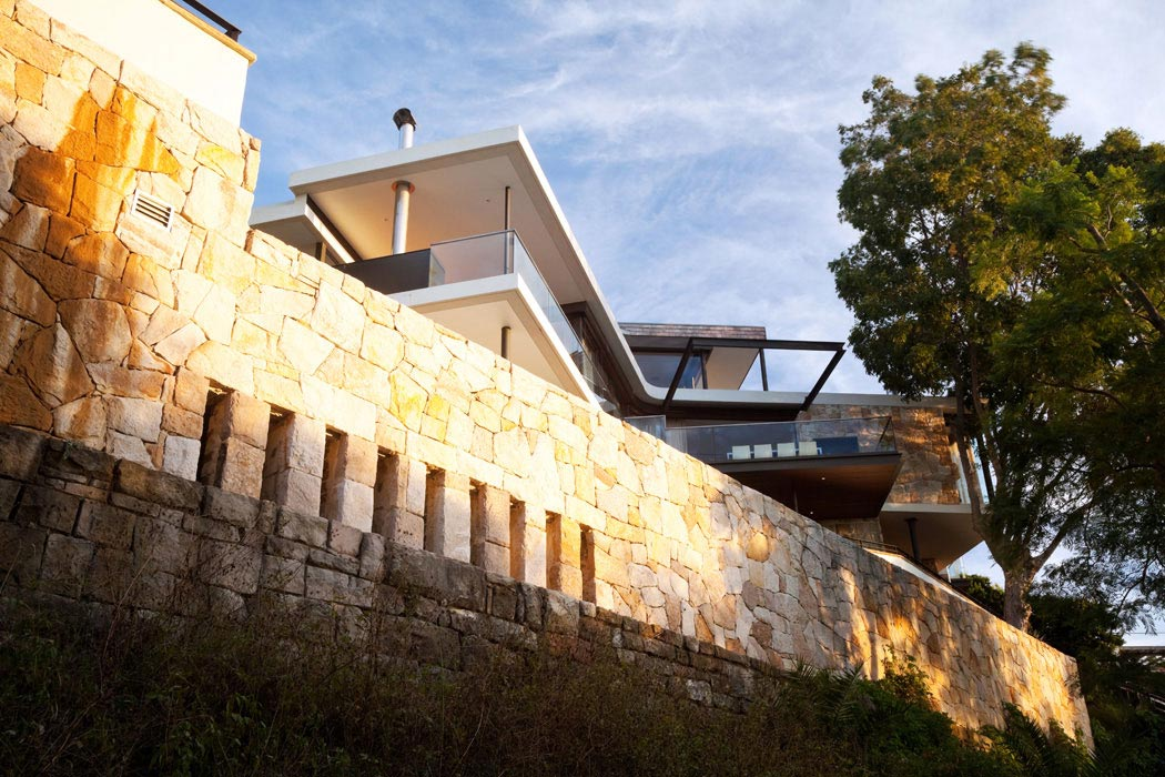 Stone Wall, River House in Sydney, Australia