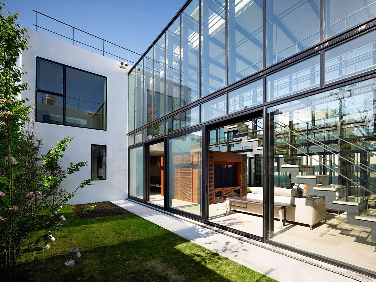 Garden, Patio Doors, Bright Contemporary Home in Tokyo, Japan