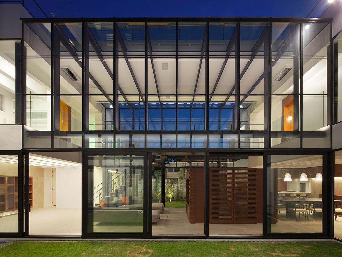 Glass Walls, Bright Contemporary Home in Tokyo, Japan