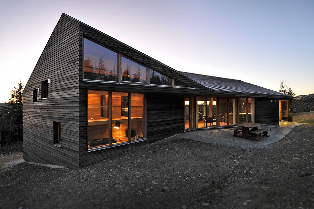 Modern ski lodge in kvitfjell norway twisted cabin for Contemporary timber homes