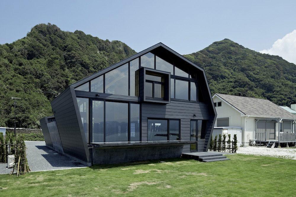 Villa SSK Overlooking Tokyo Bay in Chiba, Japan