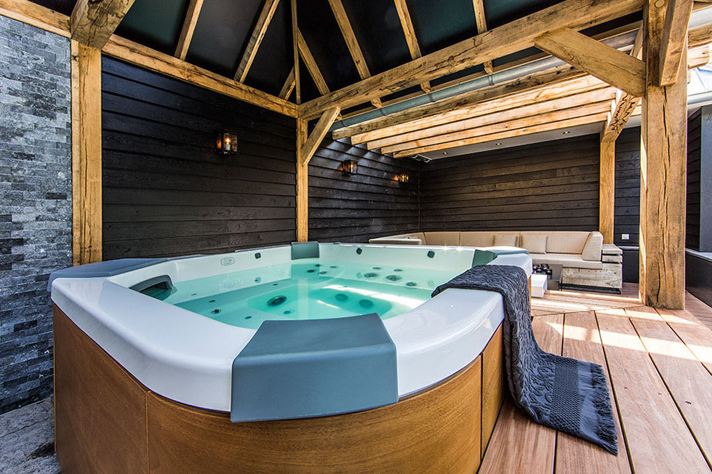 Hot Tub, Aquatic Backyard in The Netherlands by Centric Design Group