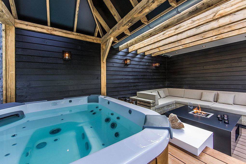 Jacuzzi, Fireplace, Coffee Table, Aquatic Backyard in The Netherlands by Centric Design Group