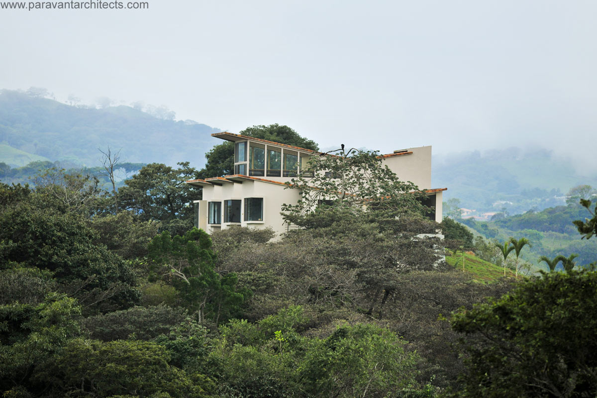 Hillside House, Areopagus Residence in Atenas, Costa Rica by Paravant Architects