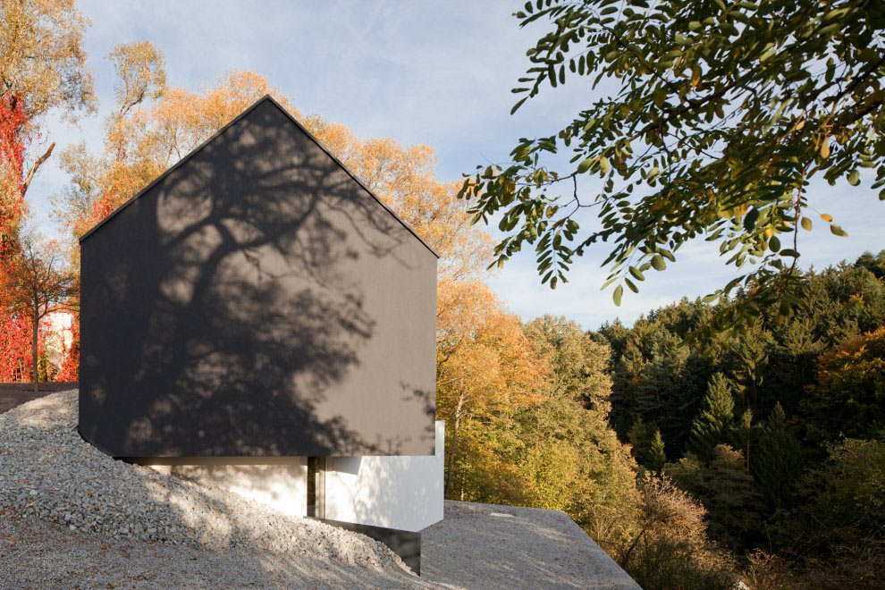 Views, Black on White House in Wenzenbach, Germany by Fabi Architekten