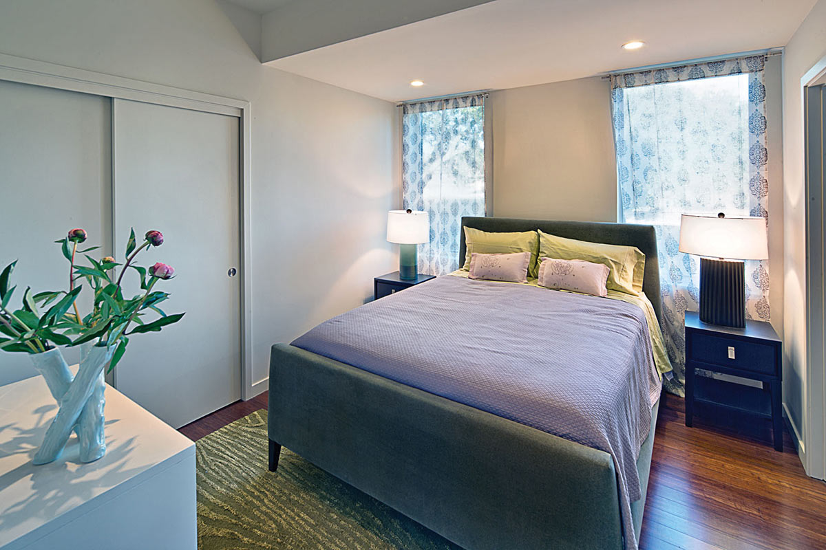 Bedroom, The Breezehouse in Healdsburg, California by Blu Homes