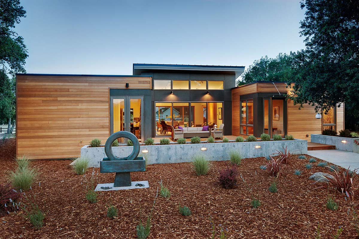 Garden, The Breezehouse in Healdsburg, California by Blu Homes
