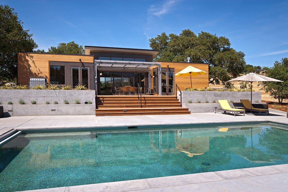 Pool, Terrace, The Breezehouse in Healdsburg, California by Blu Homes