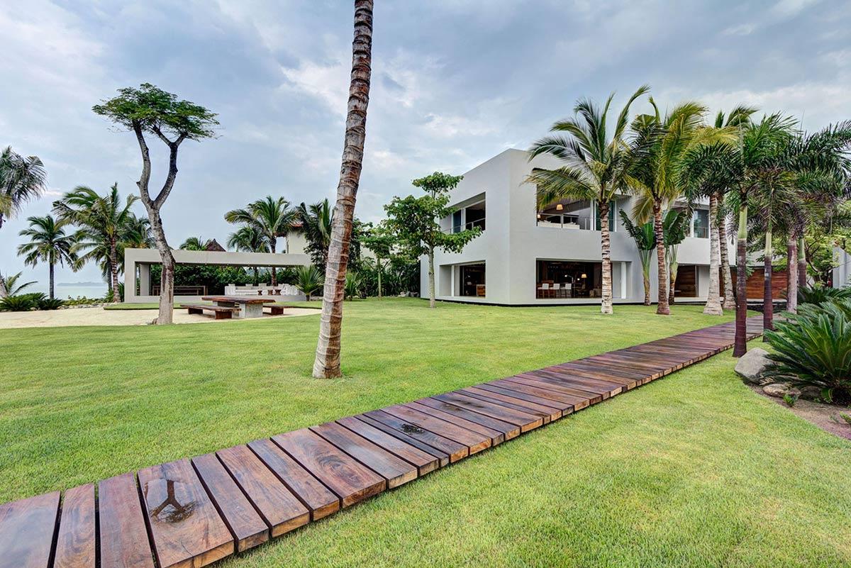 Garden, Casa La Punta in Punta Mita, Mexico by Elías Rizo Arquitectos