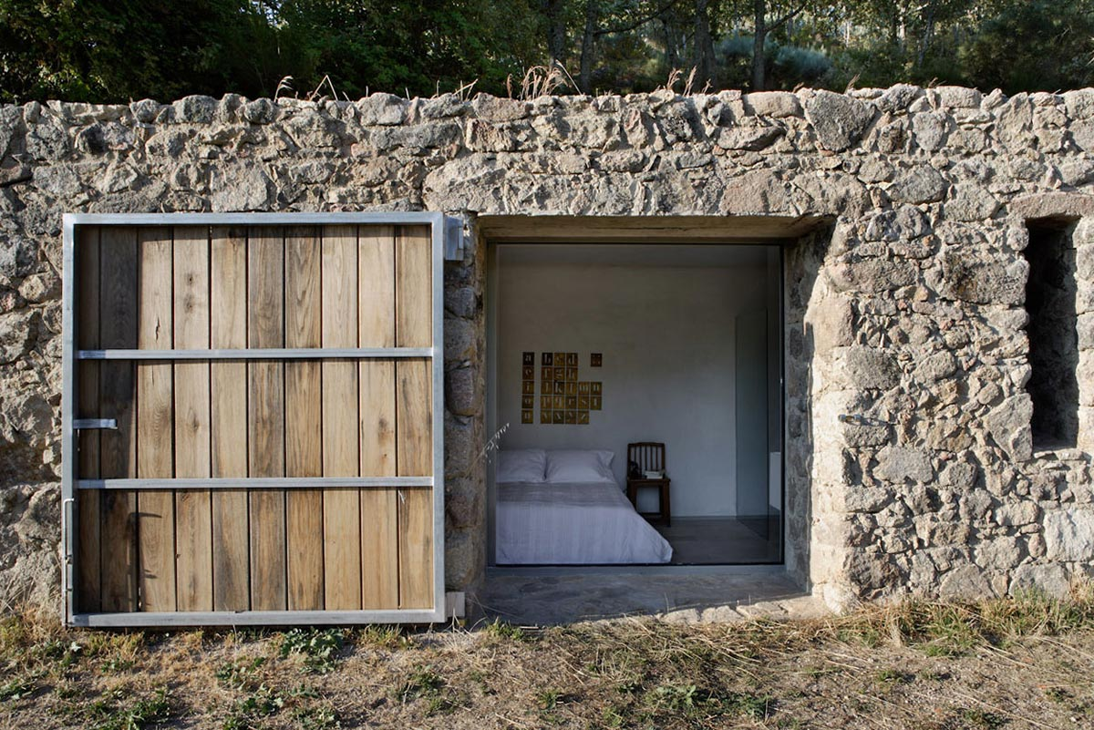 Bedroom, Finca en Extremadura in Cáceres, Spain by ÁBATON
