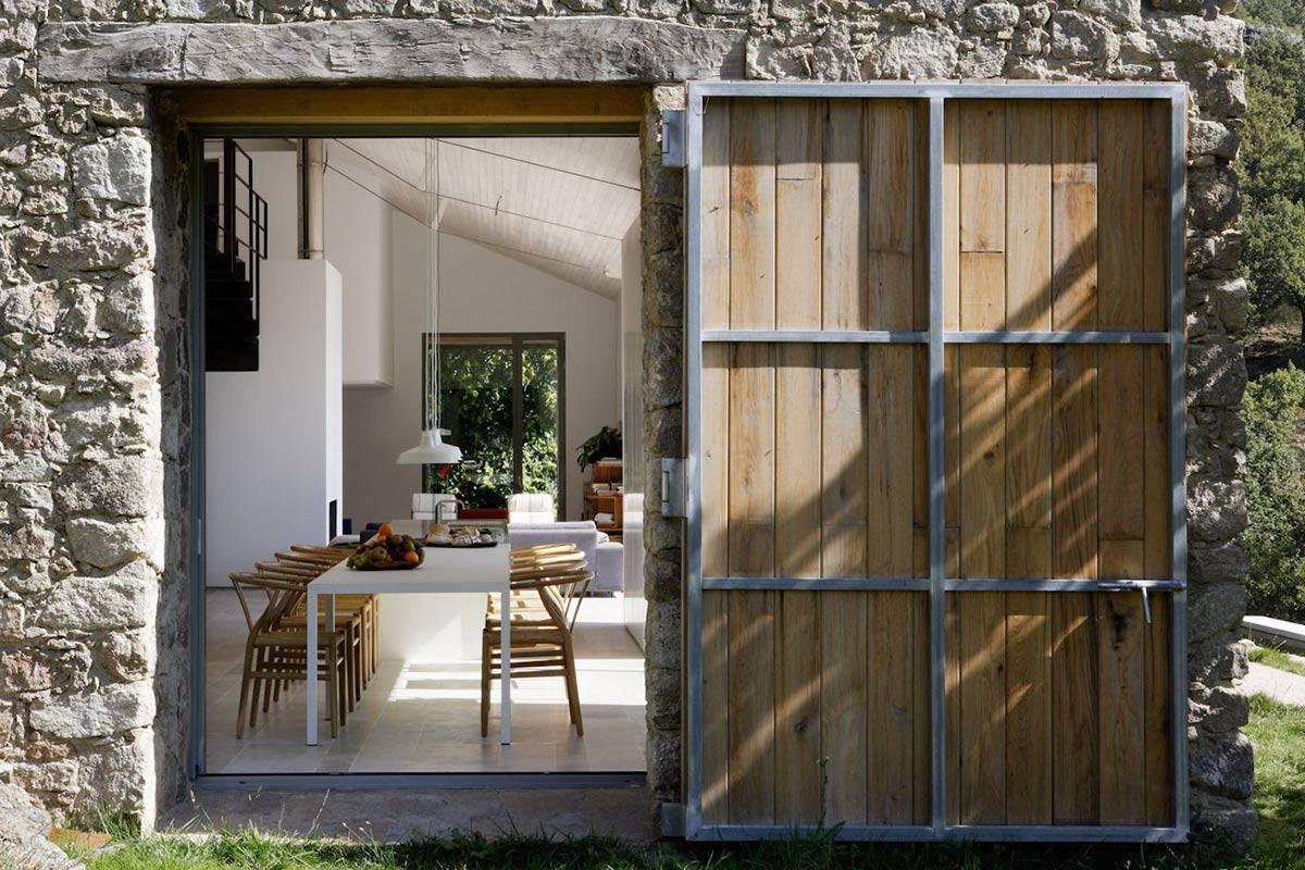 Dining Space, Finca en Extremadura in Cáceres, Spain by ÁBATON
