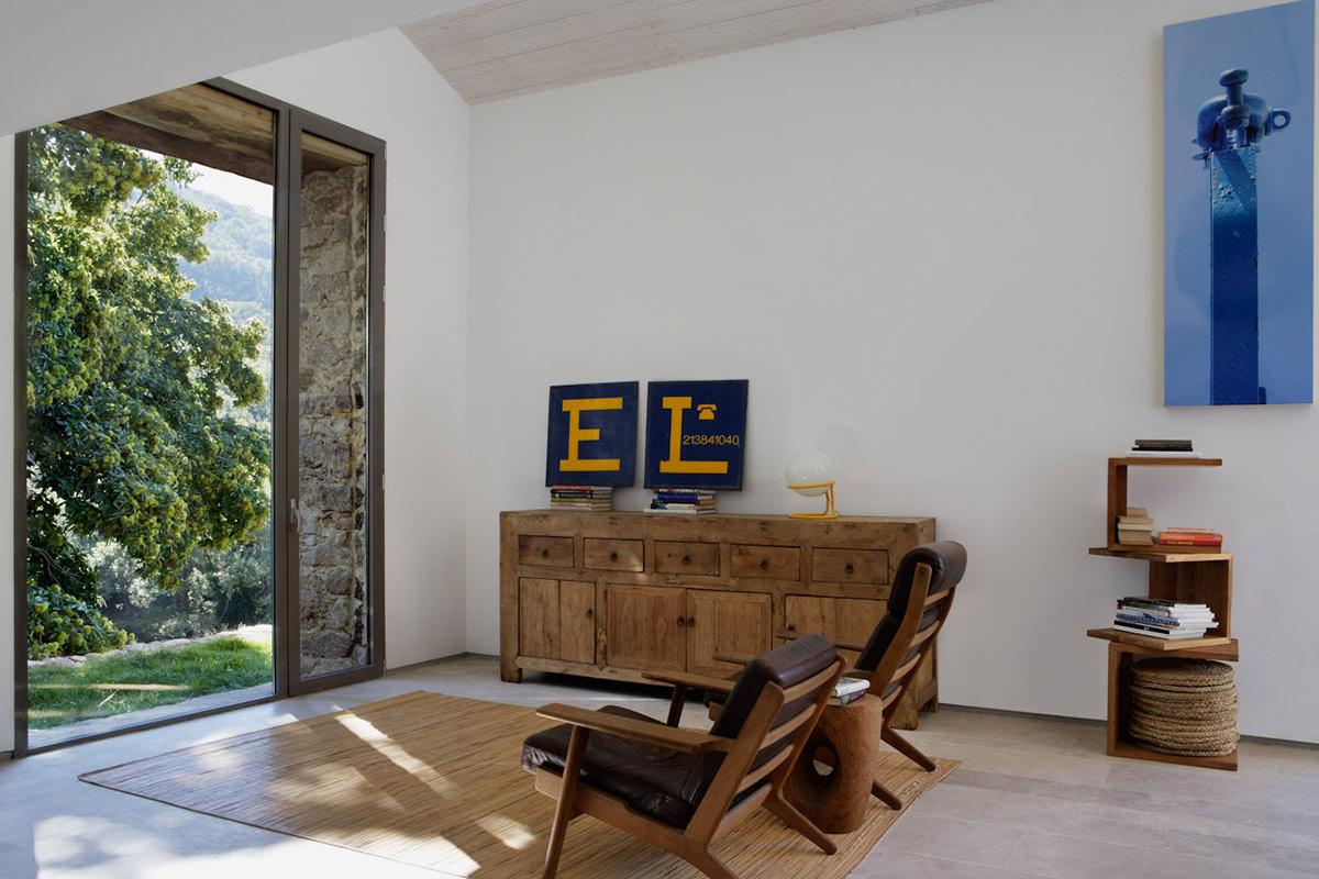 Living Space, Finca en Extremadura in Cáceres, Spain by ÁBATON
