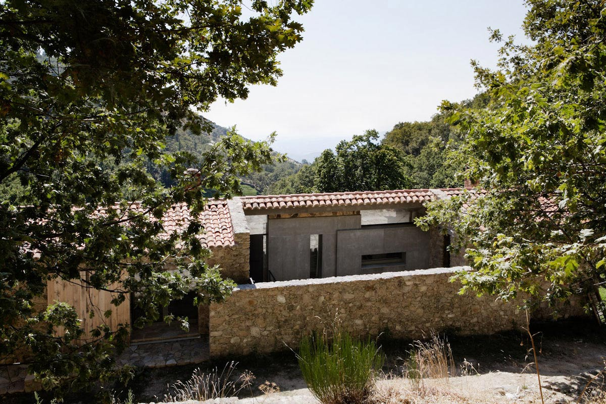 Stone House, Finca en Extremadura in Cáceres, Spain by ÁBATON