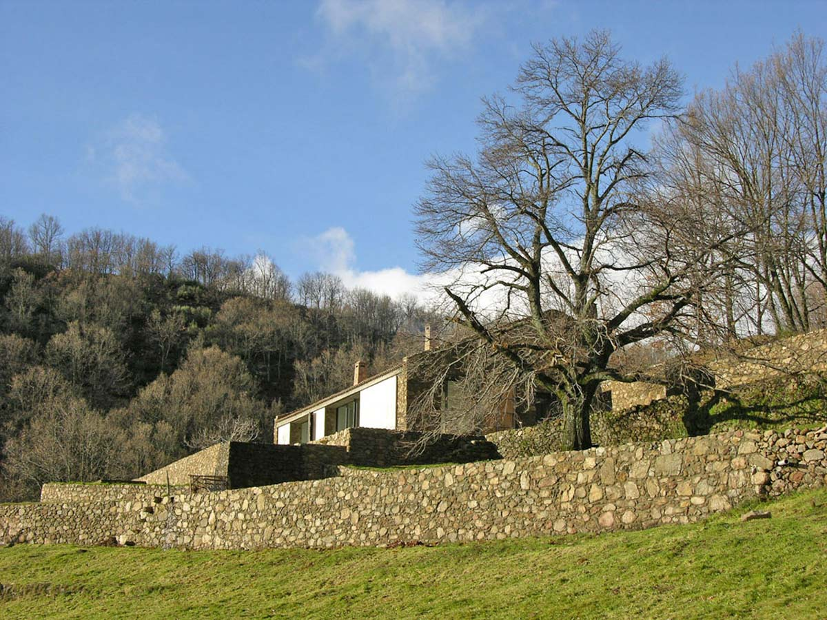 Stone Walls, Finca en Extremadura in Cáceres, Spain by ÁBATON