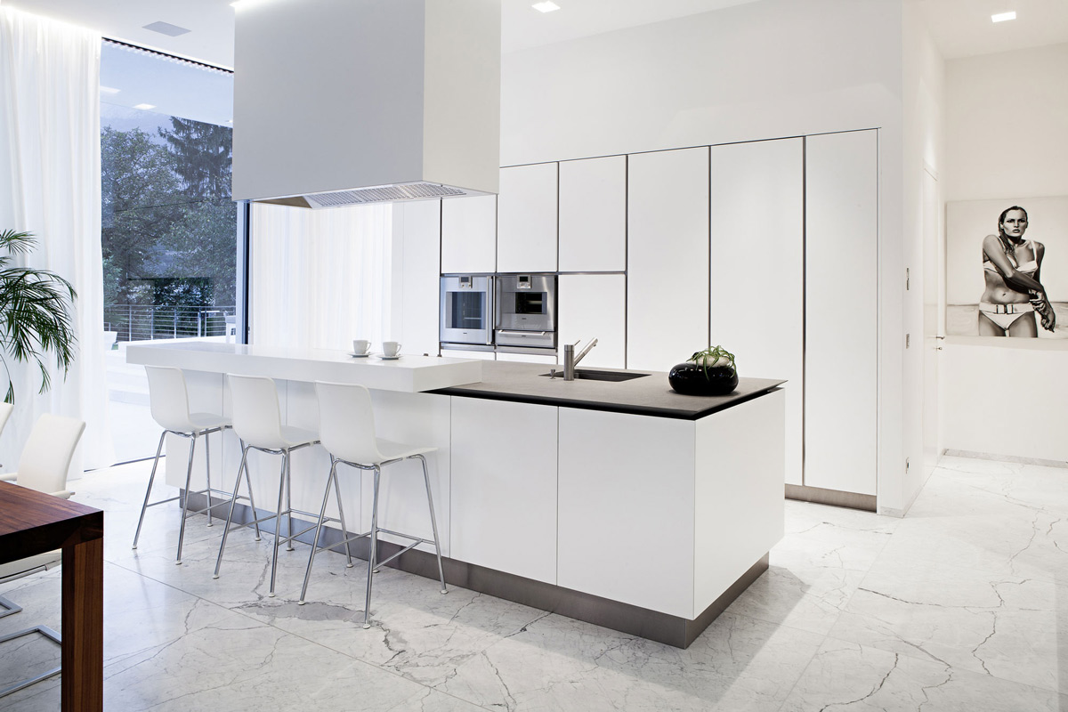 White Kitchen, Breakfast Bar, House M in Meran, Italy by monovolume architecture + design