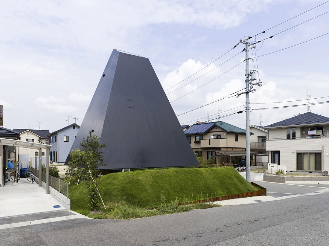 House in Saijo, Japan by Suppose Design Office