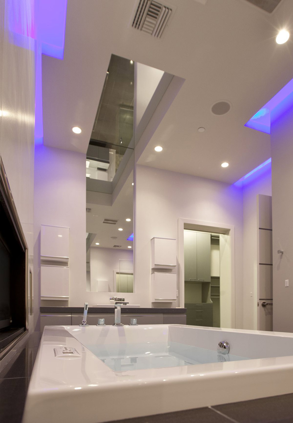 Bathroom, Large Mirror, Blue LED Lighting, Hurtado ...