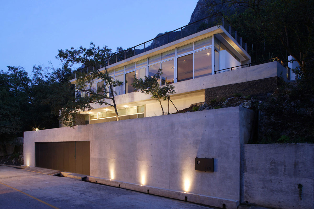 Exposed Concrete Walls, Garage, Residencia MB2 in Nuevo León, Mexico by LeNoir & Asoc.