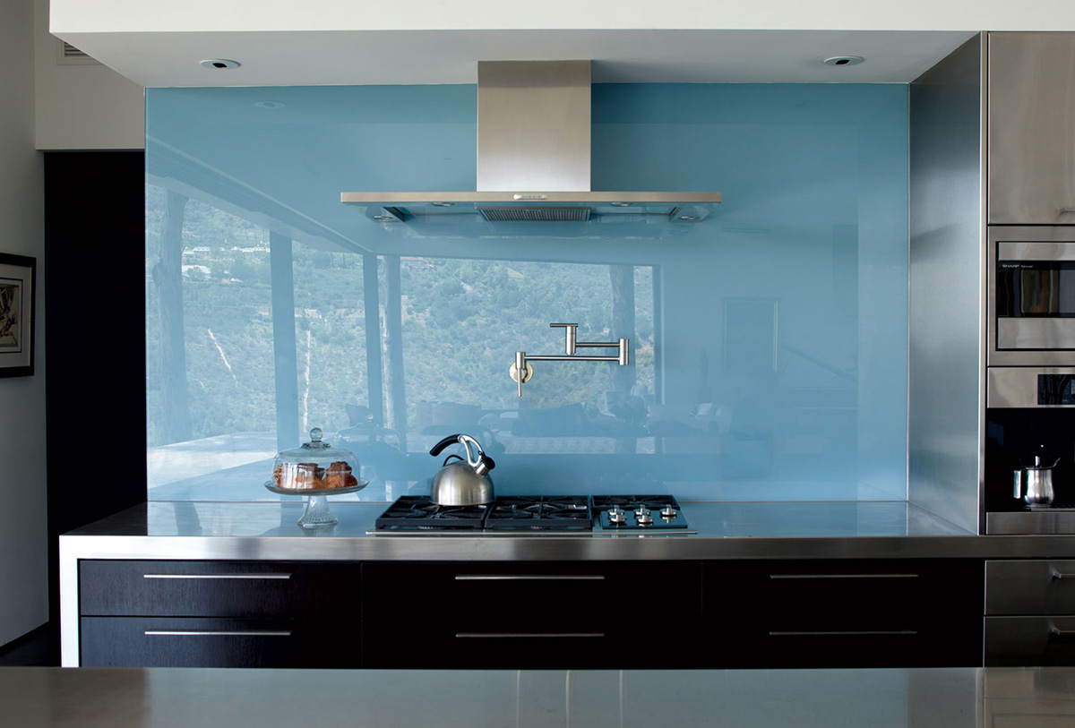 Kitchen, Blue Wall, Mandeville Canyon Residence in Los Angeles by Griffin Enright Architects