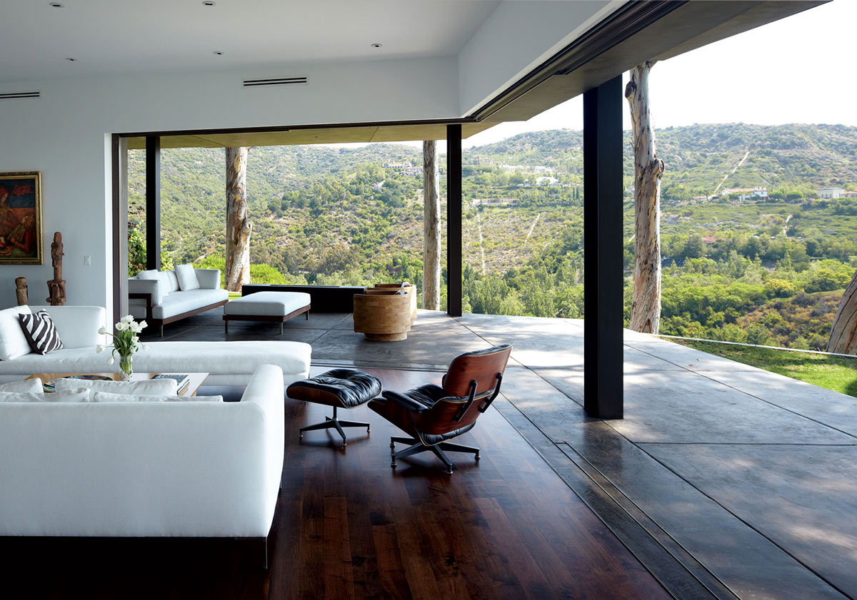 Living Space, Terrace, Views, Mandeville Canyon Residence in Los Angeles by Griffin Enright Architects