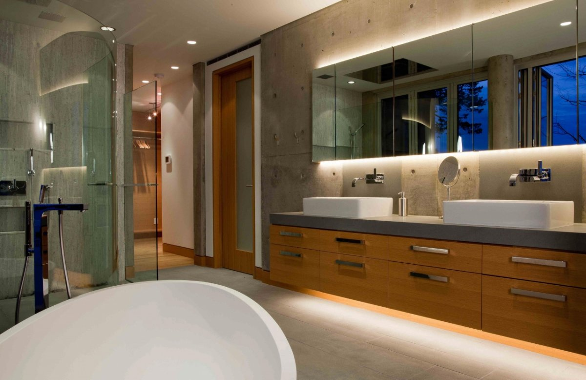 Glass Shower, Pender Harbour House in Pender Harbour, BC, Canada