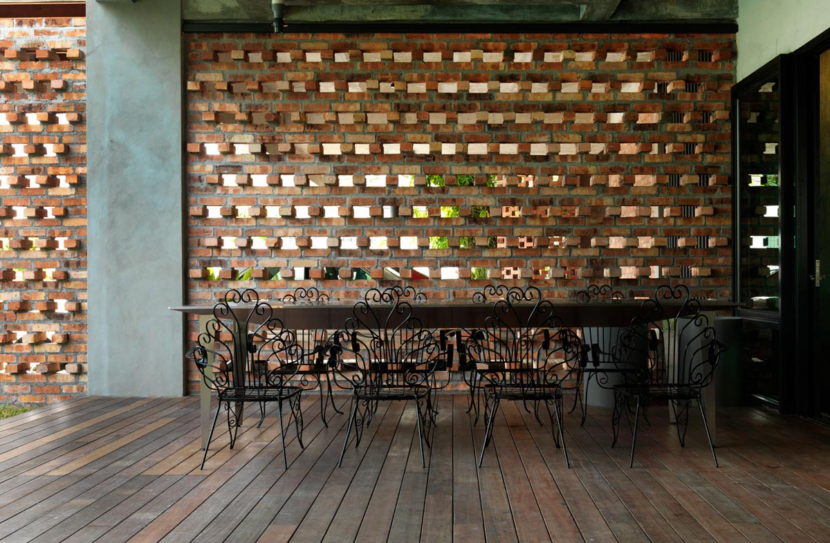 Outdoor Dining, S11 House in Selangor, Malaysia by ArchiCentre