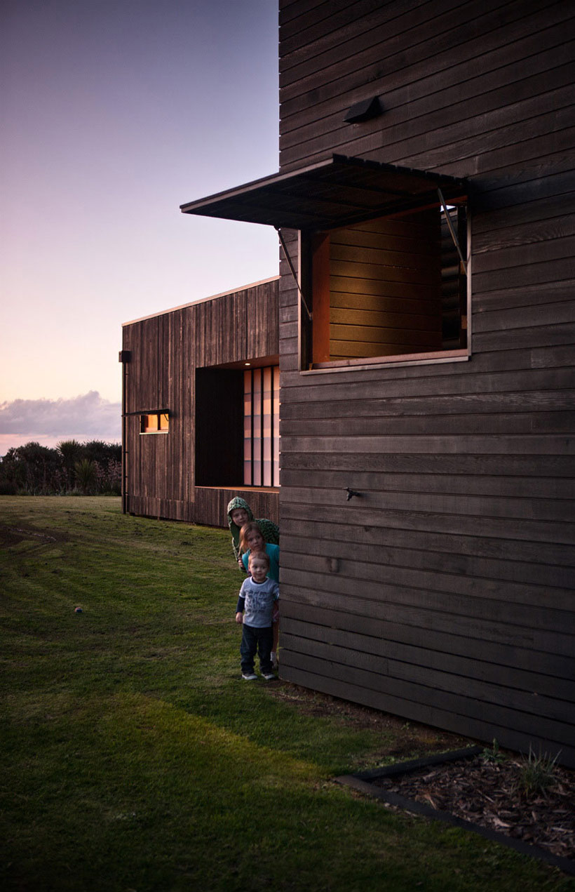 Window, Shutter, Tutukaka House in New Zealand by Crosson Clarke Carnachan Architects