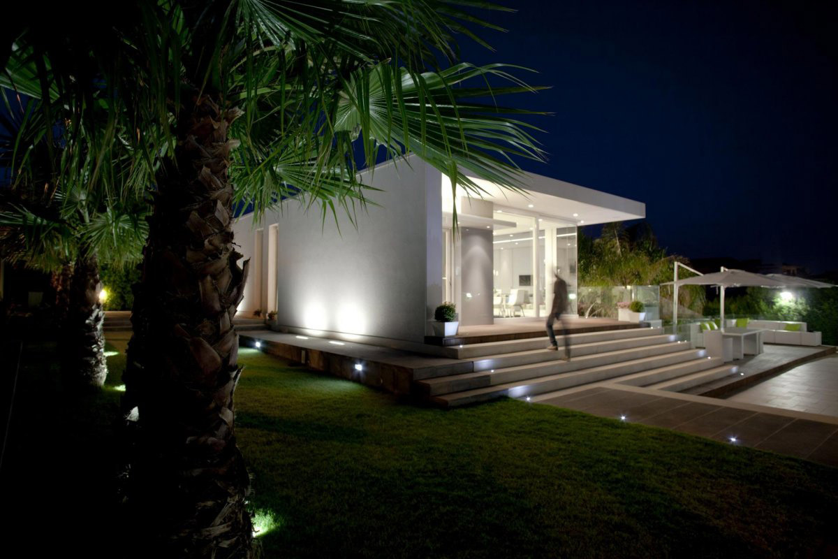 Evening, Lighting, Villa con Piscina in Catania, Italy by Sebastiano Adragna