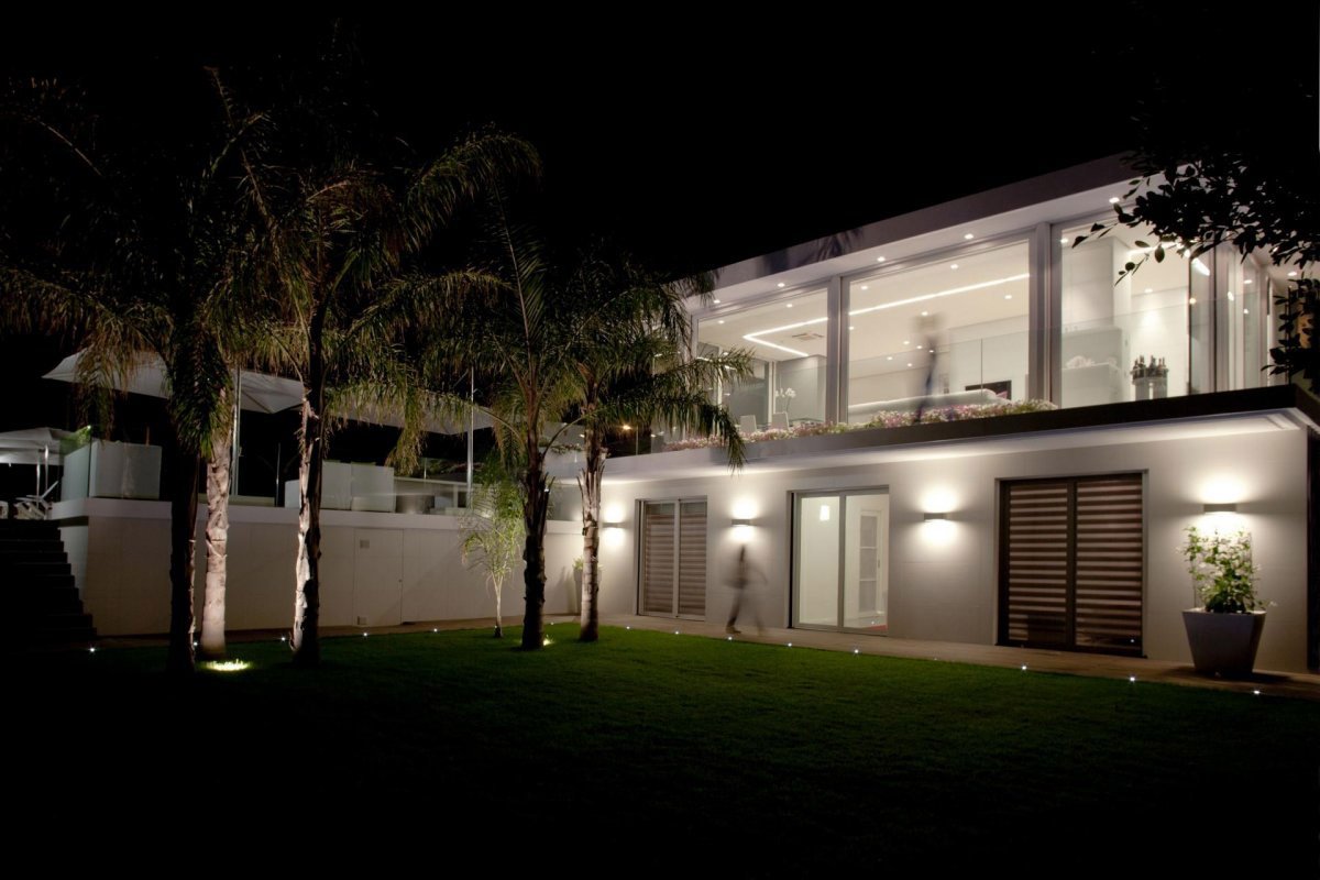 Garden, Lighting, Villa con Piscina in Catania, Italy by Sebastiano Adragna