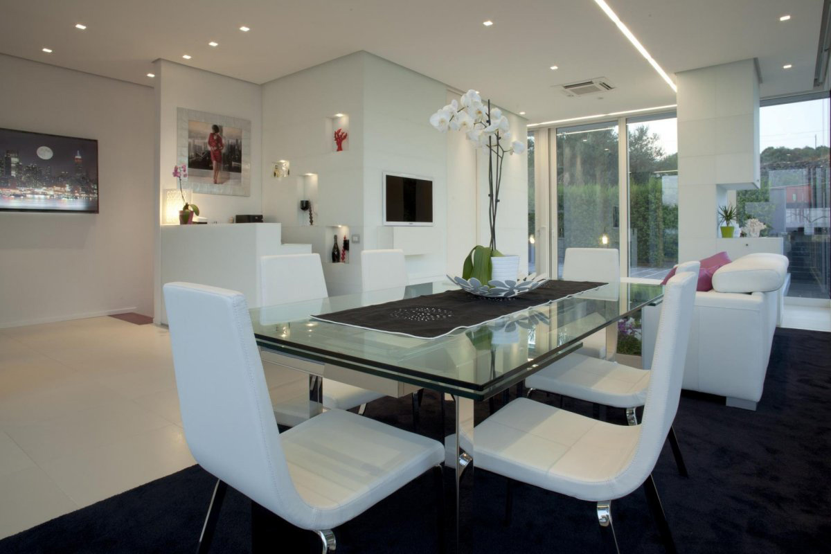 Glass Table, White Chairs, Villa con Piscina in Catania, Italy by Sebastiano Adragna