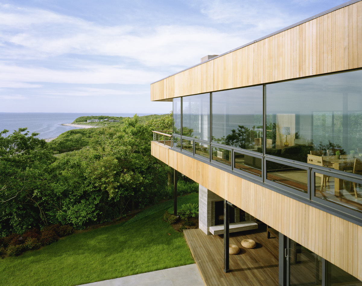 Glass walls bluff house in montauk new york by robert young for Modern houses in new york