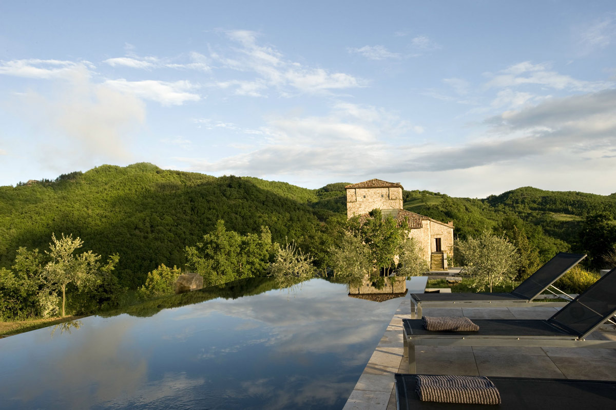 Torre moravola boutique hotel in montone italy for Hotel design umbria