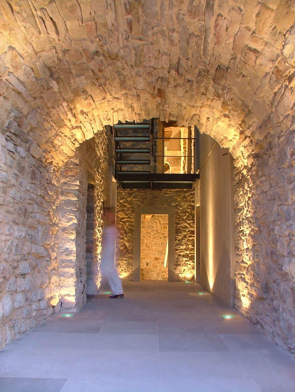 Stone Arch, Hallway, Torre Moravola Boutique Hotel in Montone, Italy
