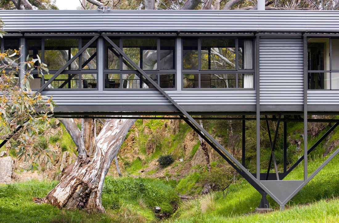 Bridge House in Adelaide, Australia by Max Pritchard Architect