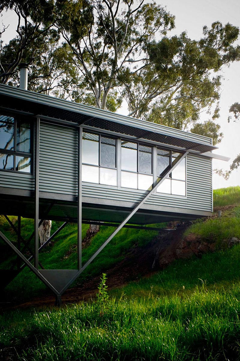 Bridge House in Adelaide, Australia by Max Pritchard Architect