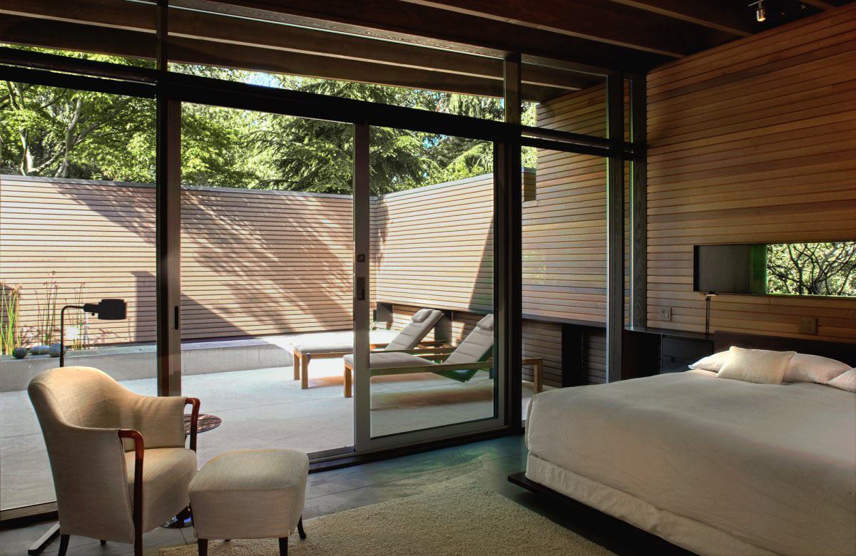 Bedroom, Patio Doors, Urban Cabin in Medina, Washington by Suyama Peterson Deguchi