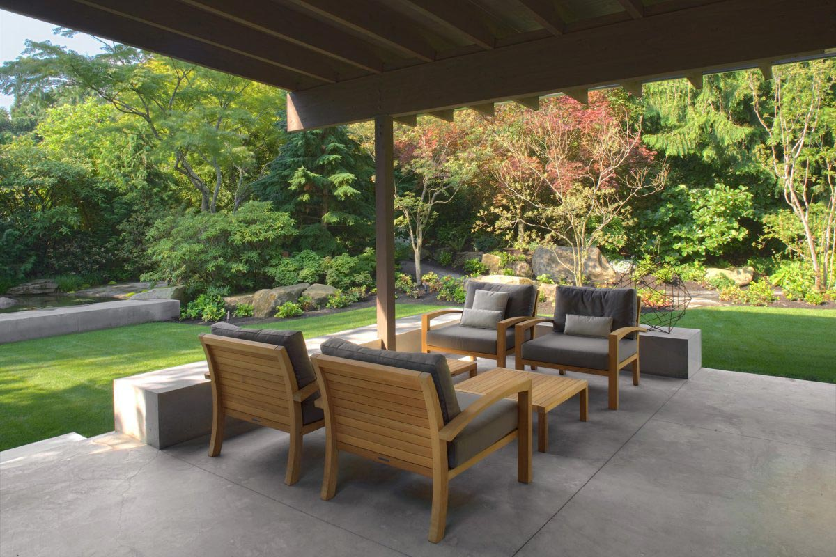 Outdoor living urban cabin in medina washington by for Outdoor living patio furniture