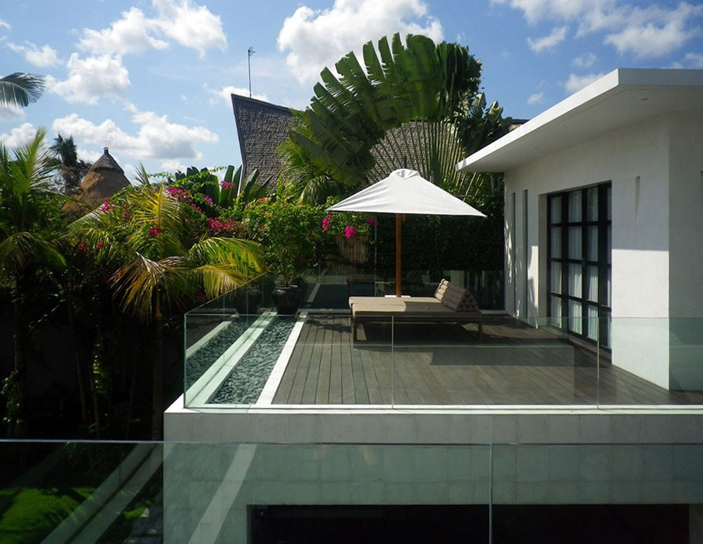 Balcony glass balustrading casa hannah in bali for Bali home inspirational design ideas