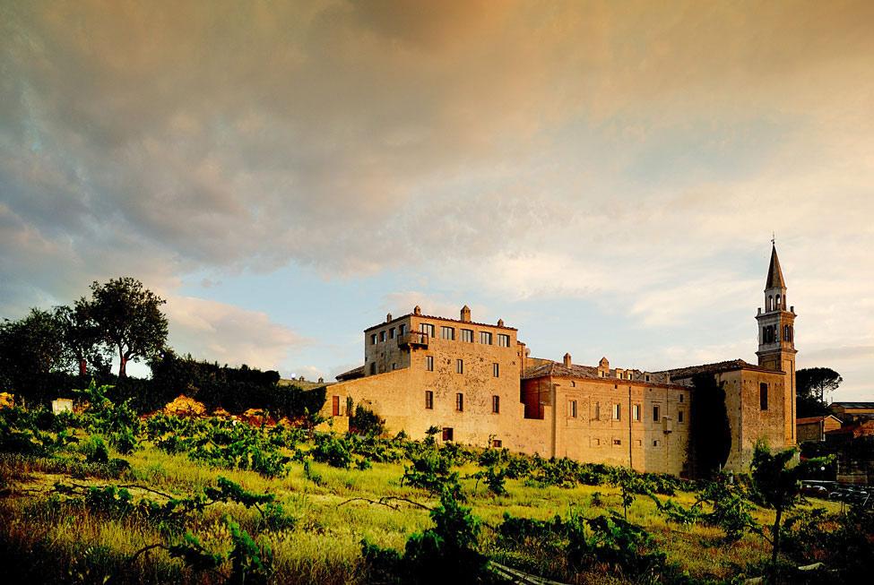 Castello di Semivicoli Hotel in Casacanditella, Italy