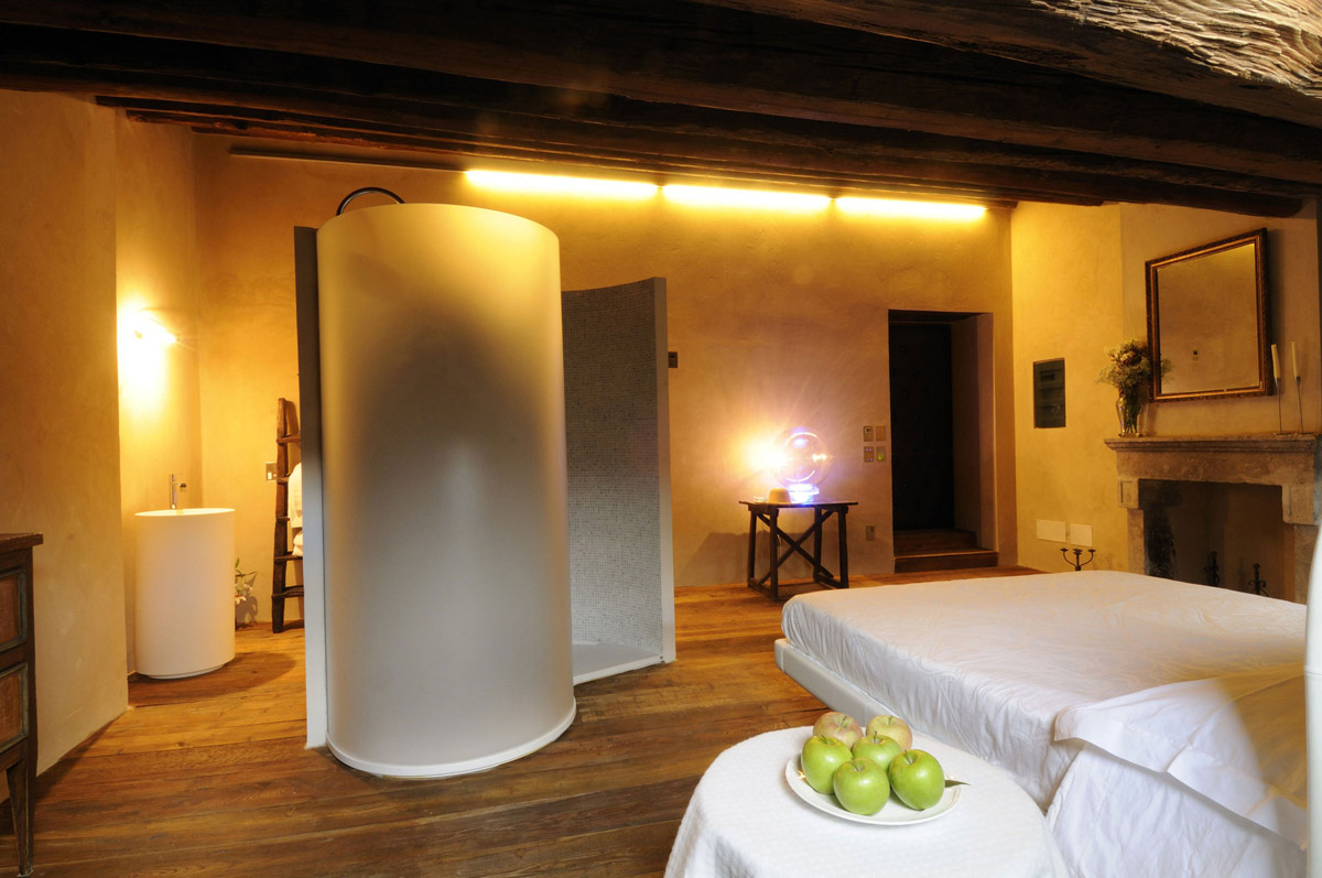 Bedroom, Shower, Sink, Lighting, Castello di Semivicoli Hotel in Casacanditella, Italy