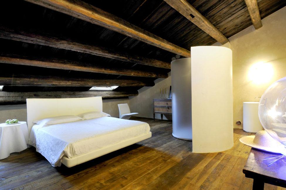 Bedroom, Wood Flooring, Castello di Semivicoli Hotel in Casacanditella, Italy
