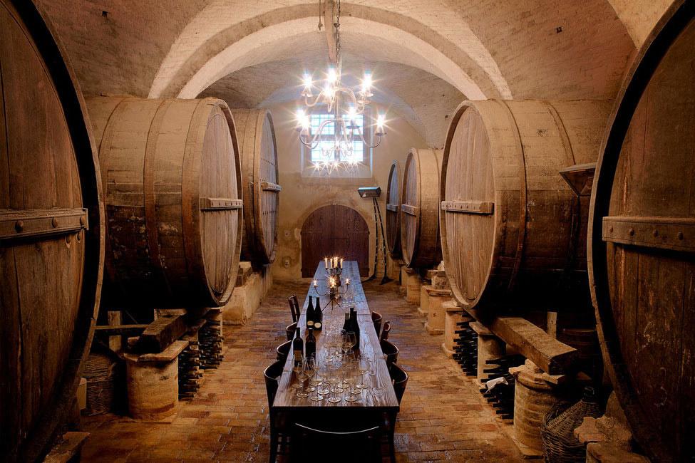 Wine Cellar, Dining Room, Castello di Semivicoli Hotel in Casacanditella, Italy