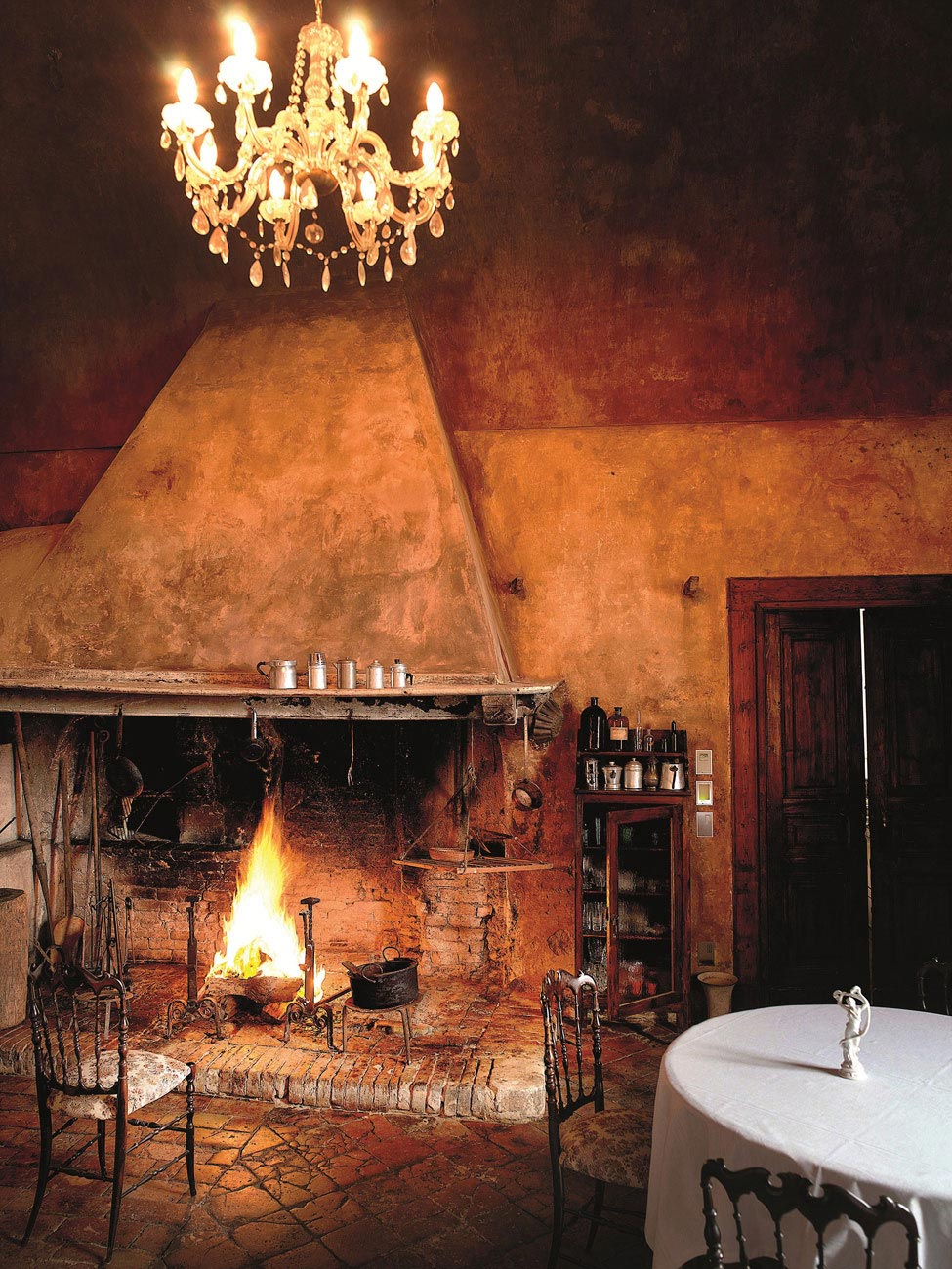 Rustic Fireplace, Castello di Semivicoli Hotel in Casacanditella, Italy