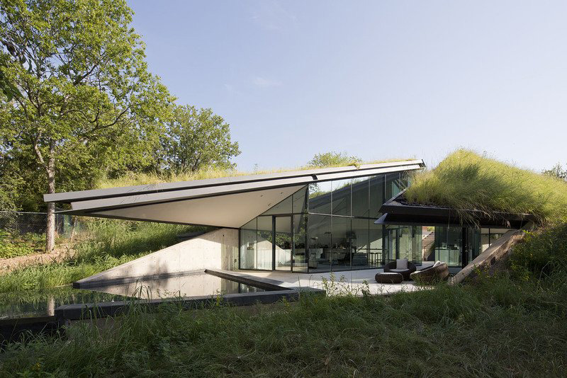 Grass Roof, Edgeland Residence on the Colorado River by Bercy Chen Studio