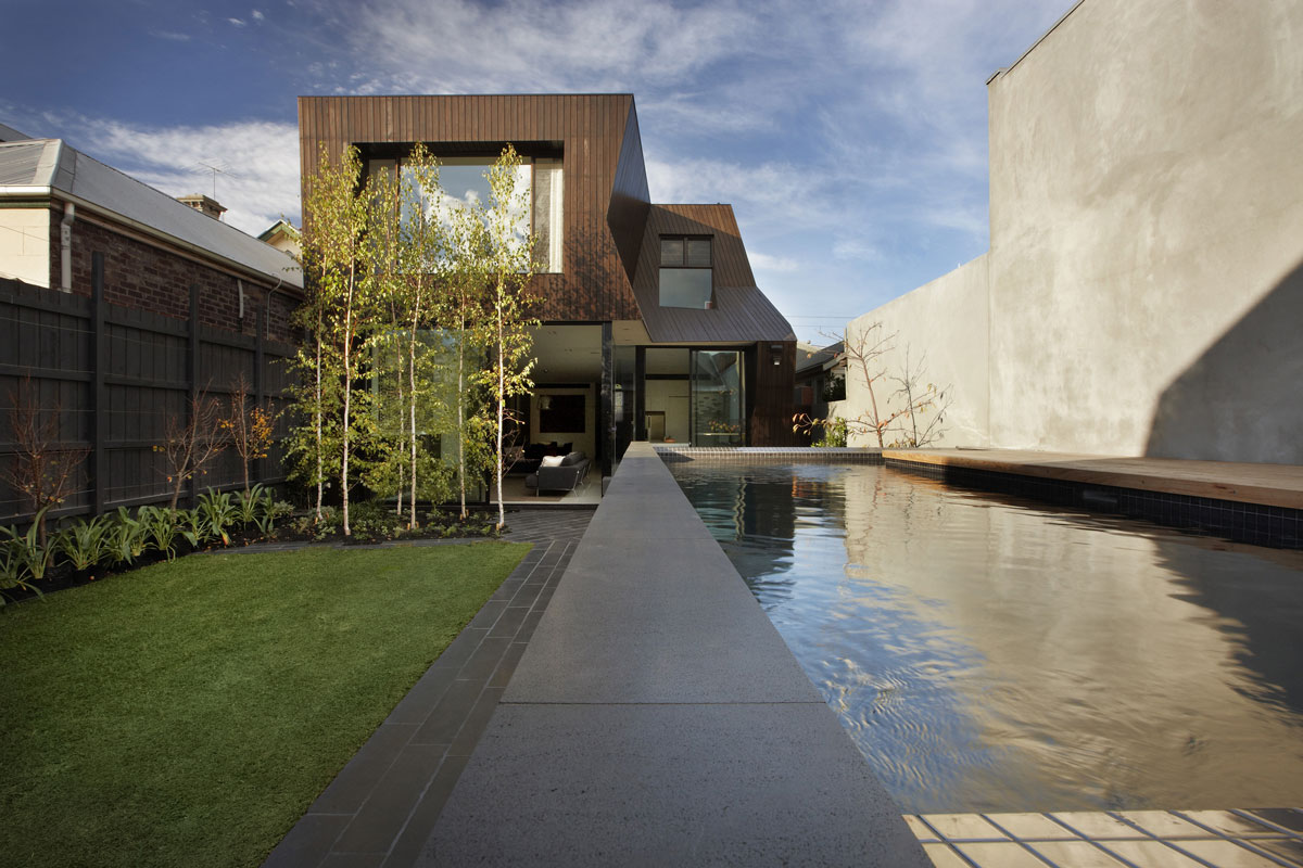 Outdoor pool garden enclave house in melbourne for Home architecture melbourne