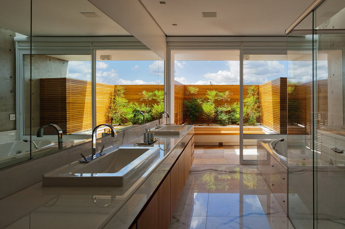 Bathroom, Double Sinks, FG Residence in Araraquara, Brazil