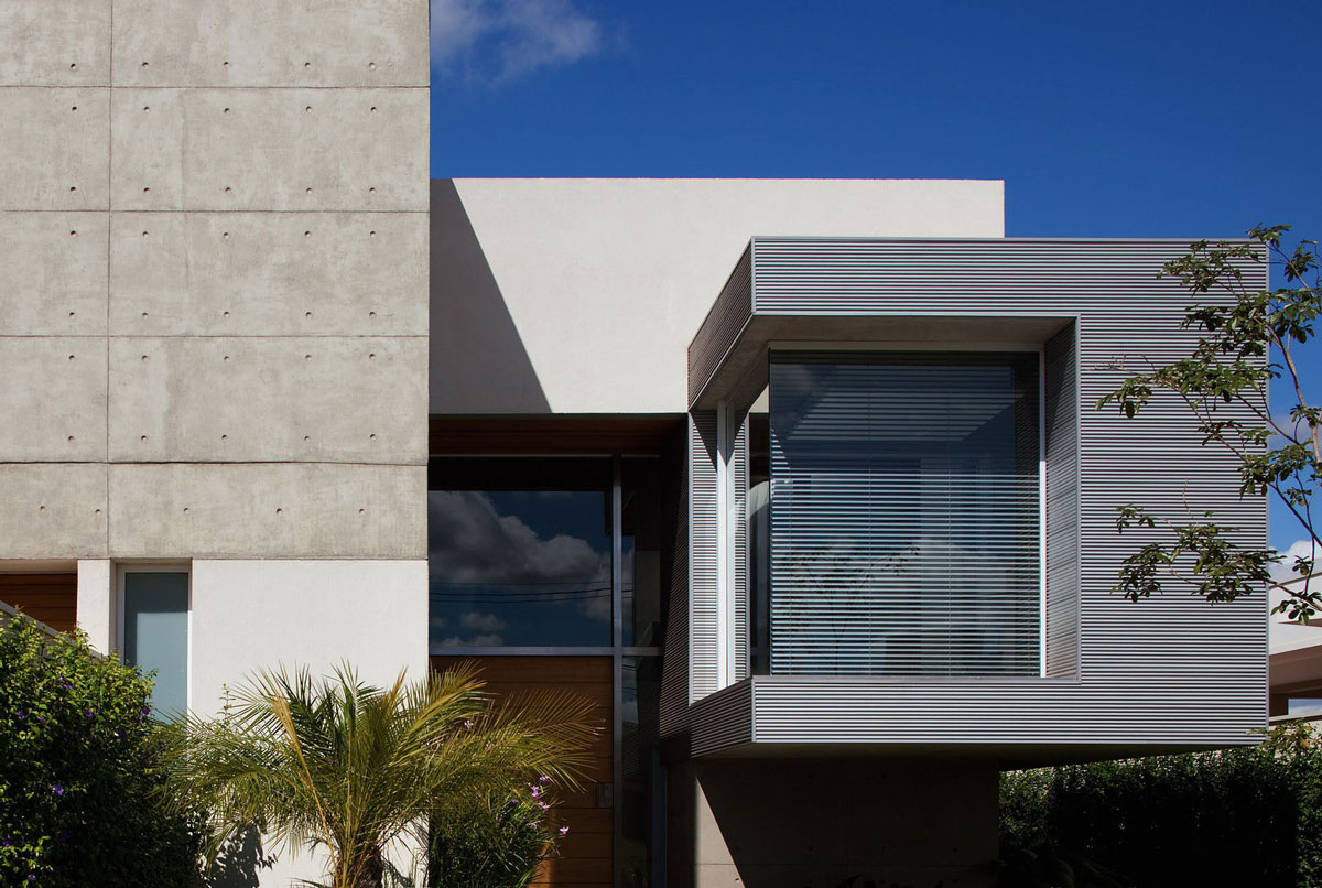Entrance, Exposed Concrete, FG Residence in Araraquara, Brazil