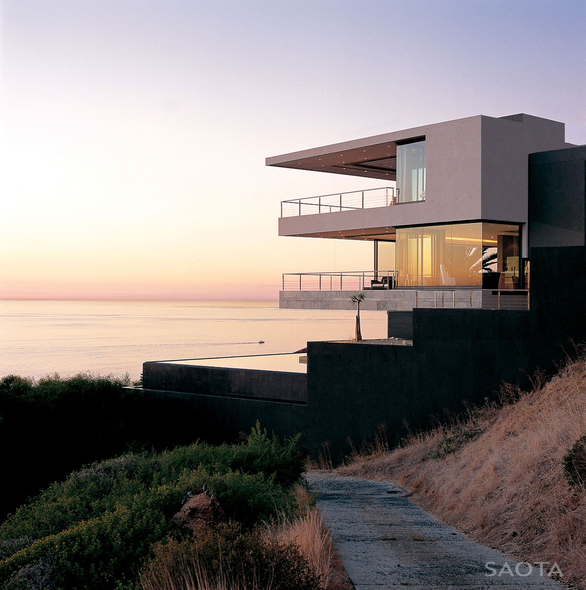 St Leon 10 in Cape Town, South Africa by SAOTA and Antoni Associates